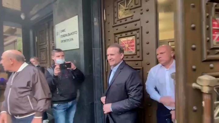 Медведчук прибыл в Печерский районный суд Киева