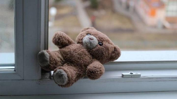 В Новосибирске ребенок выжил после падения с 7 этажа