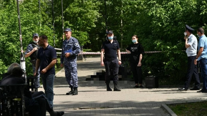 Мужчина напал на прохожих в Екатеринбурге, есть жертвы