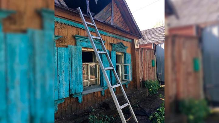 СК возбудил дело после гибели женщины и ее детей на пожаре в Бугуруслане