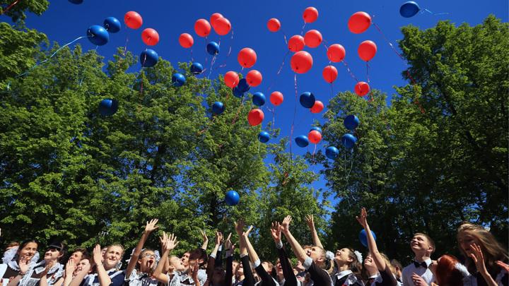 Экологи призывают отказаться от запуска шаров на выпускные вечера