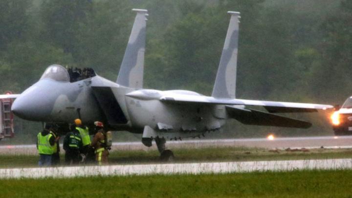 Два американских пилота катапультировались из истребителя F-15