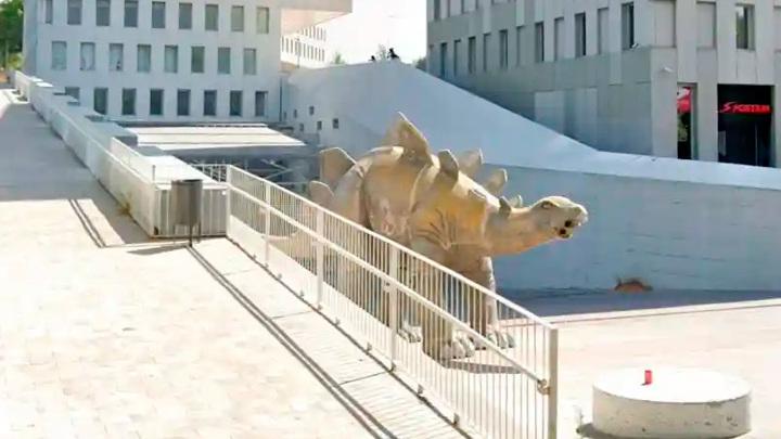 Пропавшего без вести мужчину нашли мертвым в статуе динозавра
