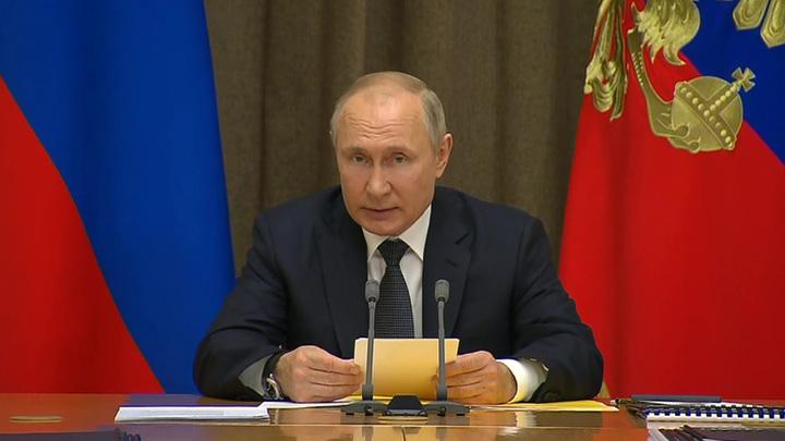 Путин заявил, что армия в России должна быть компактной и эффективной