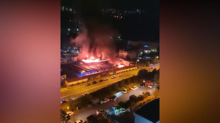 Пожар на строительном рынке в Сочи потушен