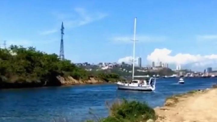 Яхта оборвала высоковольтный провод при прохождении у острова Елены
