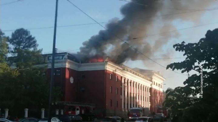 Пожарные справились с огнем в гостинице в Петрозаводске