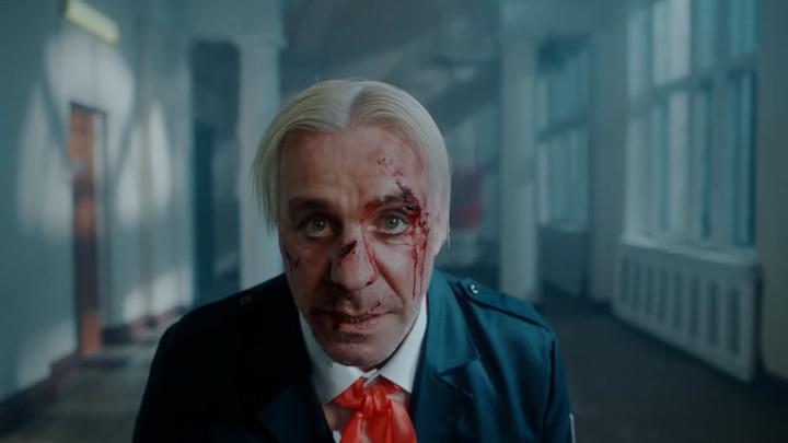 "Кадр из клипа ""Till Lindemann - Ich hasse Kinder"". Тилль Линдеманн"