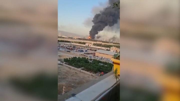 Вслед за пожаром на иранском судне в Тегеране загорелся завод