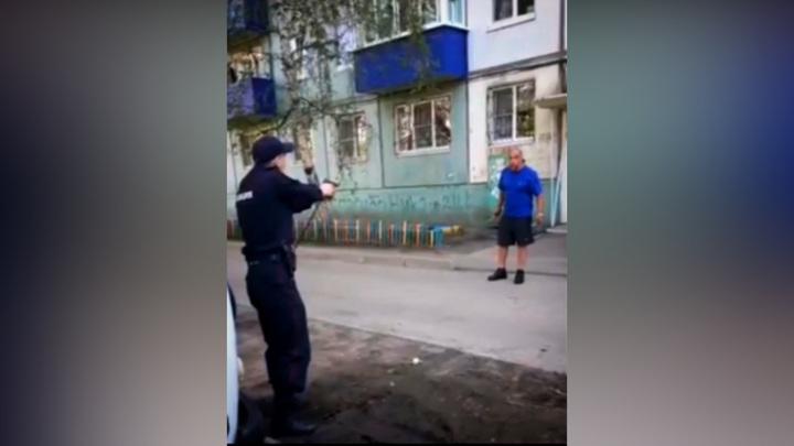Иркутянин, напавший с ножами на полицейских, получил пулю в ногу