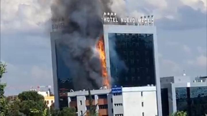 В Мадриде загорелся 12-этажный отель