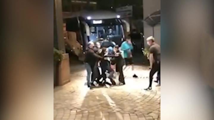 Неймар был атакован болельщиками перед матчем сборной Бразилии