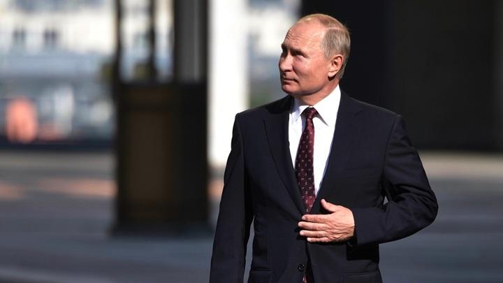 Путин открыл памятник Александру III под Петербургом