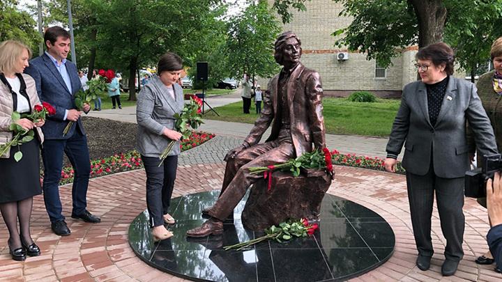 В Тамбове открыли памятник заслуженному учителю РФ