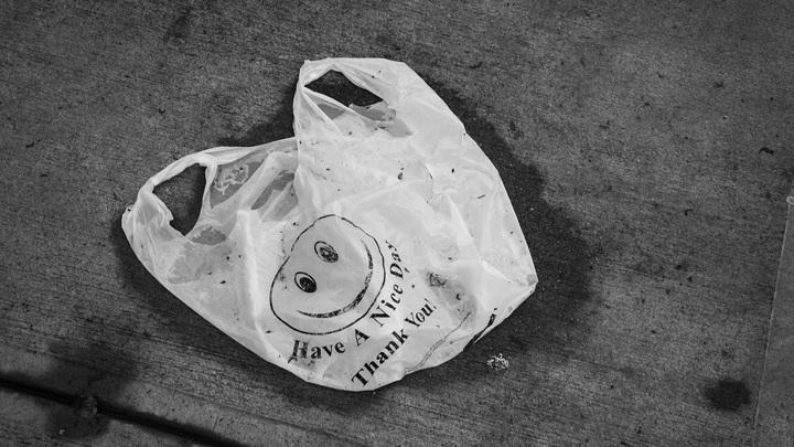 Пакет с мусором стал причиной эвакуации торгового центра в Липецке