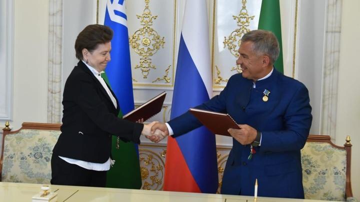 Минниханов подписал план по межрегиональному соглашению с главой ХМАО