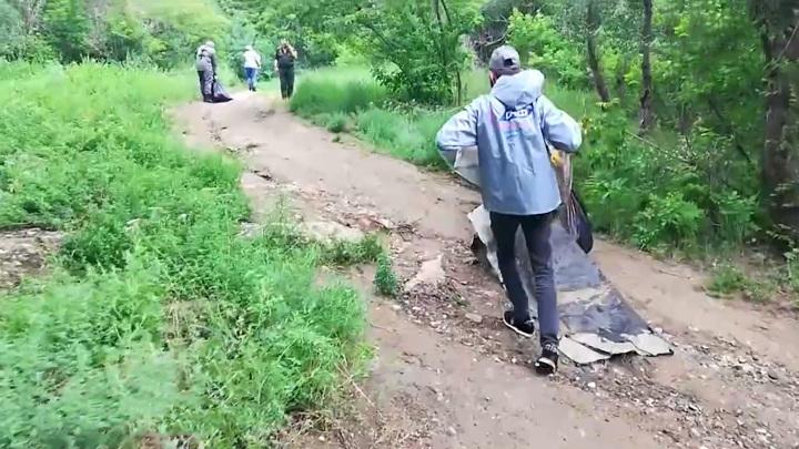 С берега Волги волгоградские активисты вывезли 200 кг мусора