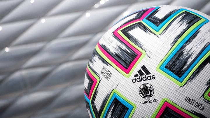 УЕФА потребовал от сборной Украины убрать с формы политический лозунг