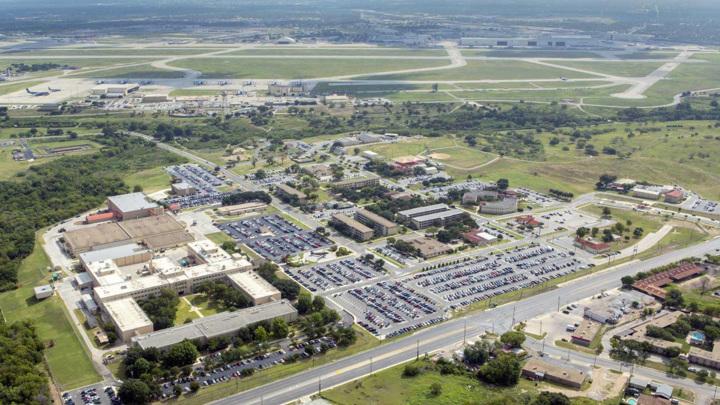 При стрельбе в Техасе пострадали 13 человек