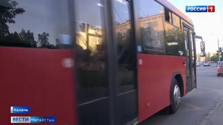 В Казани годовалой девочке зажало дверью автобуса ноги