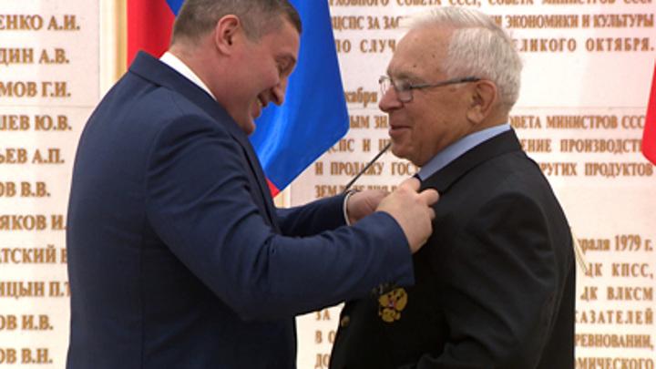 Губернатор Волгоградской области вручил госнаграды 18 жителям