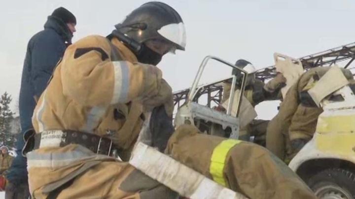 Восемь человек спаслись при пожаре в многоэтажке в Челнах