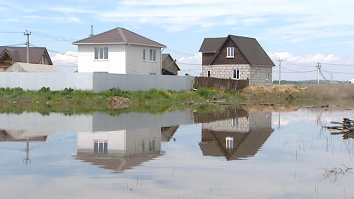 Уже у порога. Участки в иркутском поселке топят грунтовые воды