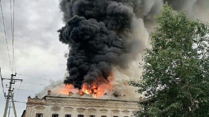 В Елабуге произошел пожар в старинном здании XIX века