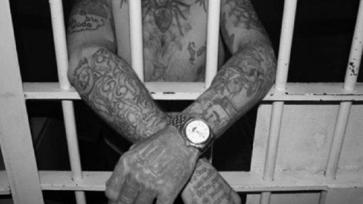 Липчанину грозит до 12 лет за удар в лицо сотрудника изолятора