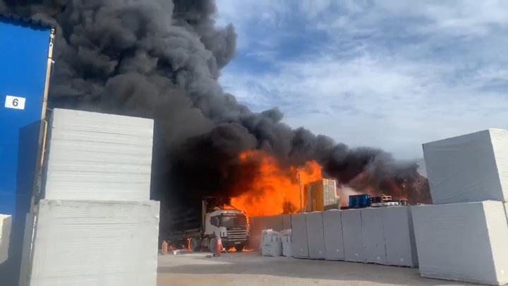 Пожар в Колпине: дым был виден из разных районов Питера