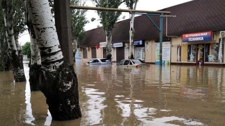 Аксенов пообещал компенсировать ущерб жителям Крыма, пострадавшим от наводнения