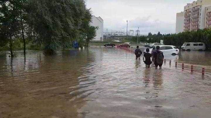 Более 20 человек эвакуировали в Севастополе из-за ливня