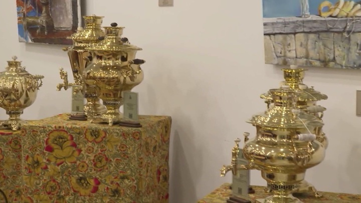 Во Владивостоке открылась выставка старинных русских самоваров