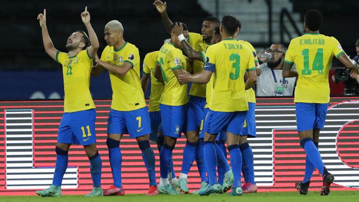 Сборная Бразилии дожала колумбийцев на десятой добавленной минуте