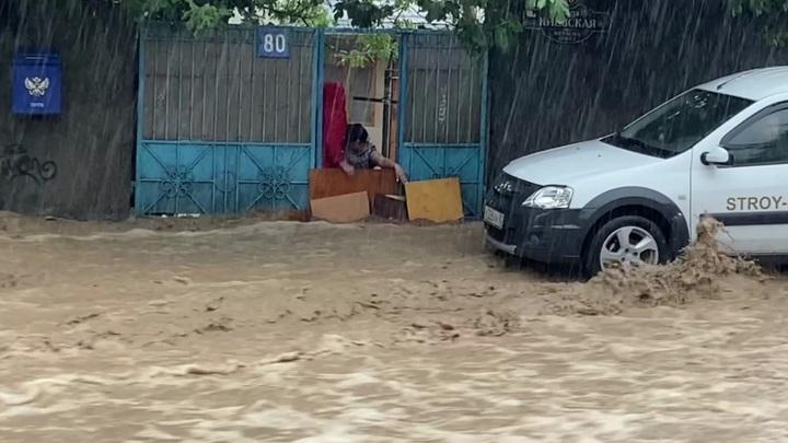 Потоп продолжается: в Ялте эвакуируют людей