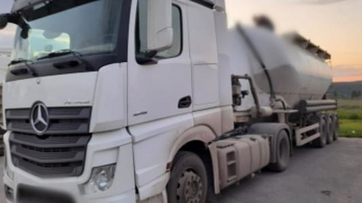 В Пензенской области мужчина погиб, упав с цементовоза