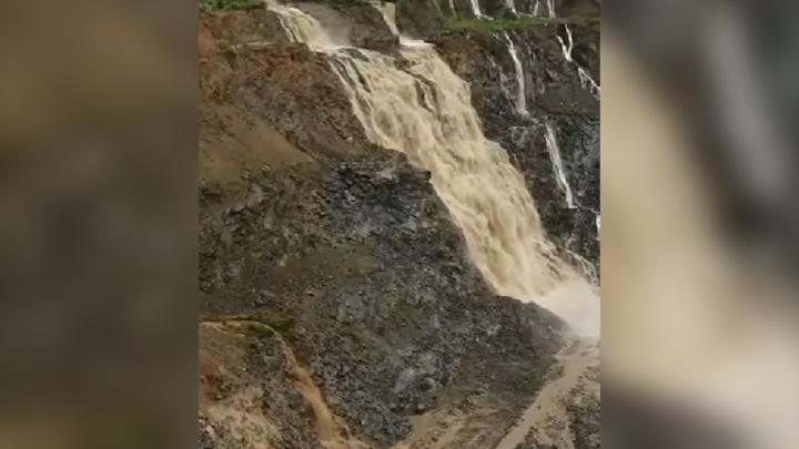 В соцсетях появилось видео с затоплением рудника в Приамурье