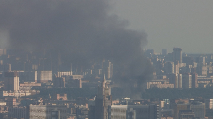 Пожарные локализовали возгорание на складе в Москве
