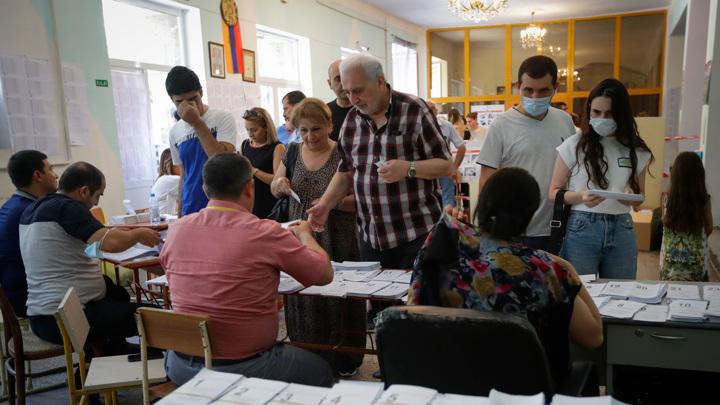 В Армении завершились внеочередные выборы
