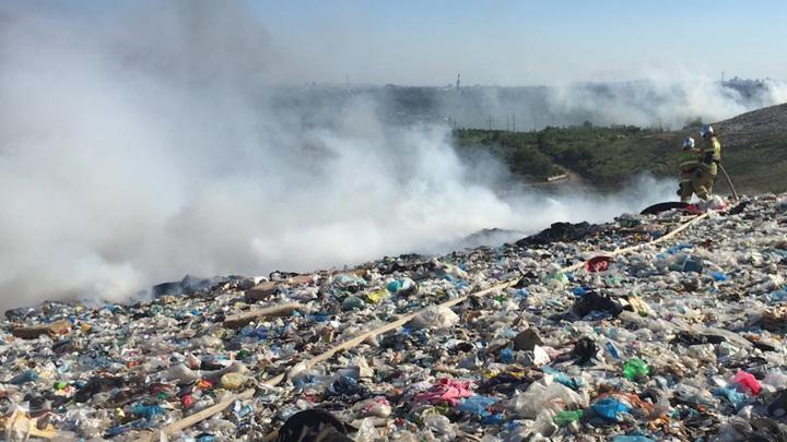Продолжается тушение пожара на полигоне ТБО под Уфой
