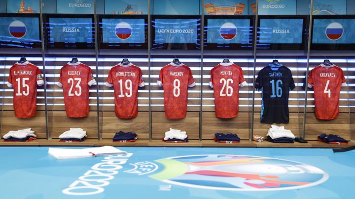 Российские футболисты сыграют в красной форме против датчан