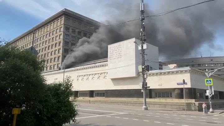 Пожар в военной академии в центре Москвы потушен