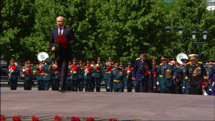 Владимир Путин возложил цветы к Могиле Неизвестного солдата