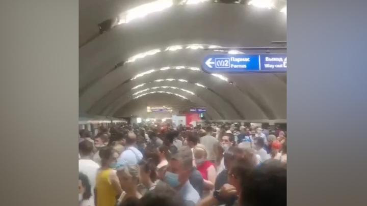 Сбой в работе петербургского метро произошел из-за аномальной жары