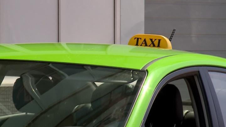 В Подмосковье агрегаторы такси начали отключать водителей без QR-кода