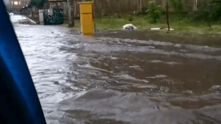 Семь участков дорог и жилые дворы подтопило ливнем в Краснодаре