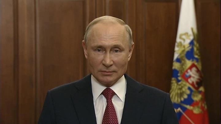 Владимир Путин поздравил выпускников российских школ