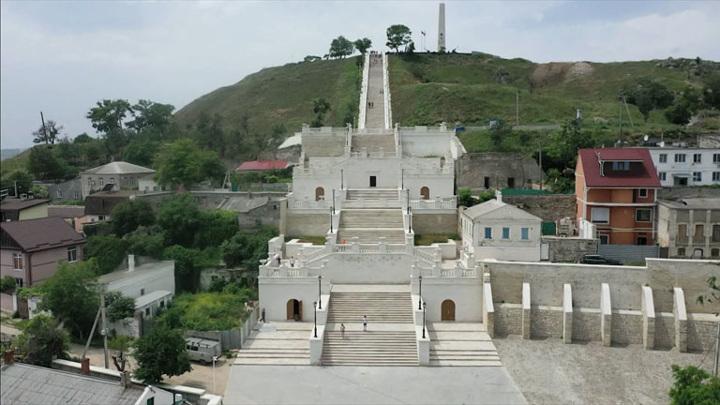 Большую и Малую Митридатские лестницы открыли после реконструкции в Керчи