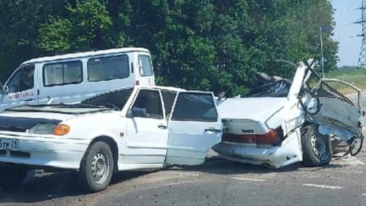 Разорвало надвое: под Липецком в аварии с ВАЗом пострадали двое детей