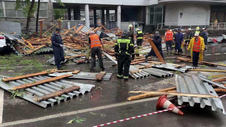 Более 130 тыс человек в 13 регионах России остались без света из-за стихии